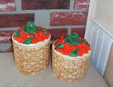 Duncan 0149+ basket weave canister set with strawberry lid