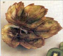 Duncan 0097 large leaf dish 6-in
