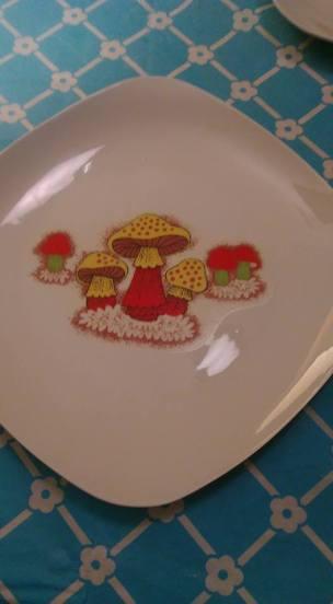 Junes mushrsoom plate decal