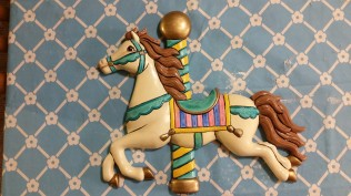 clay-magic-carousel-horse-plaque-for-bathroom-1