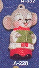 Alberta Ornaments 0228 choir boy mouse