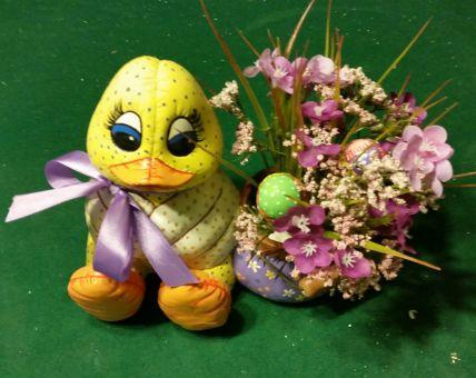 Dona 318 soft duck with basket flower arrangement (CC)