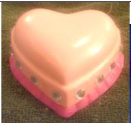 Arnel 0027 heart box with ruffle (Alice)