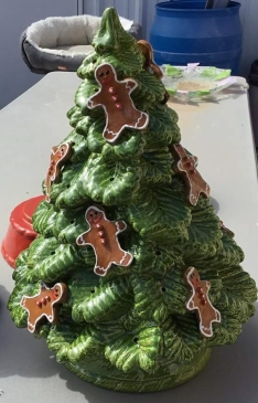 tree with gingerbread