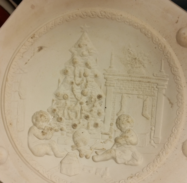W 0155 embossed Christmas plate mold11-in