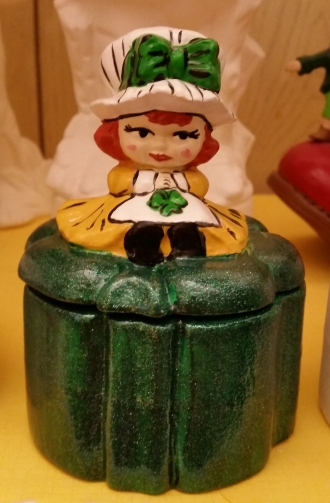 Shamrock girl box CC
