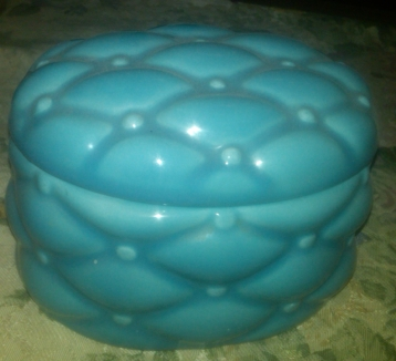 Holland 0417 quilted box (blue glaze)