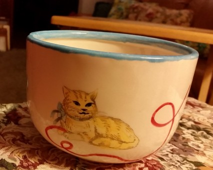 Yarn bowl w cat 3