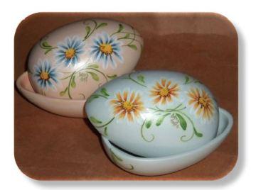 Majolica Daisy Egg Box