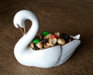 SWAN DISH WITH GOLD TRIM